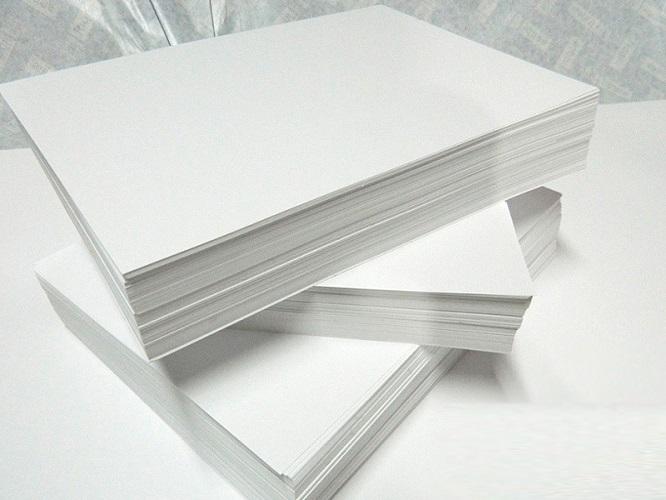 pilhas de papel sulfite
